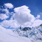 氷河の上を歩くツアー
