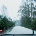雹が雪に変わって道は真っ白に