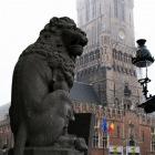 ライオンの石像と鐘楼