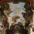 天井のフレスコ画がお見事