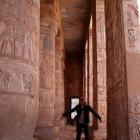 エジプトの神殿で飛ぶ