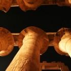 夜のカルナック神殿