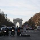 シャンゼリゼ通りとエトワール凱旋門