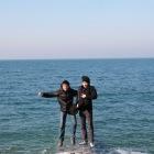 海の上を飛ぶ男たち