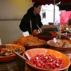 市場でフランス惣菜を購入