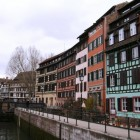 運河に沿って古い町並みが残っている地区