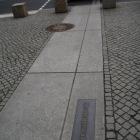 ベルリンの壁の跡を示すライン