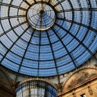 アーチ型のガラス天井