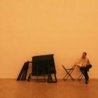 初めてみる美術館の携帯椅子