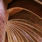 放物線状の壁を連ねた構造