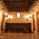 派手な天井の部屋