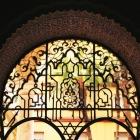 アラベスク模様の鉄格子