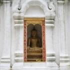 パゴダの仏像