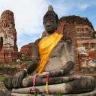 大きな釈迦坐像