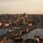 旧市街と新市街を結ぶガラタ橋