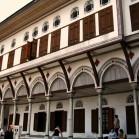 宮殿の奥にある建物