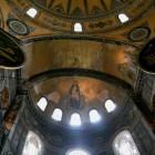 アプス半ドームにある聖母子と天使たちのモザイク画
