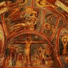暗闇の教会の内部