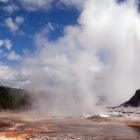 温泉を噴出する間欠泉