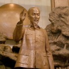 ホー・チ・ミン主席の銅像