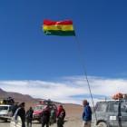 ボリビア側には国旗がなびいています